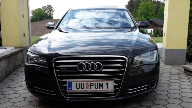 Dieser dunkelgraue Audi A8 quattro wurde am 15. März in Ried in der Riedmark gestohlen (Bild: Privat)
