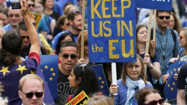 Brexit-Gegner protestieren in London. (Bild: AFP)