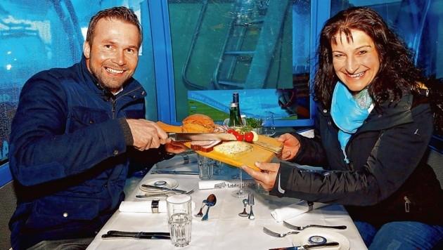 Gondeldinner: Chef der Gastronomie für das Gondeldinner Hotelchef Hermann Neudegger vom Nesslerhof und Obfrau der Genussregion Großarltaler Berbauernkäse Gruber Elisabeth.