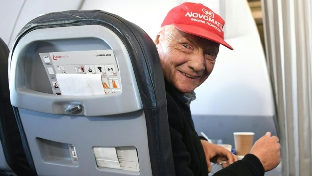 Niki Lauda am 20. März 2018 beim Laudamotion-Premierenflug nach Düsseldorf (Bild: APA/HELMUT FOHRINGER)