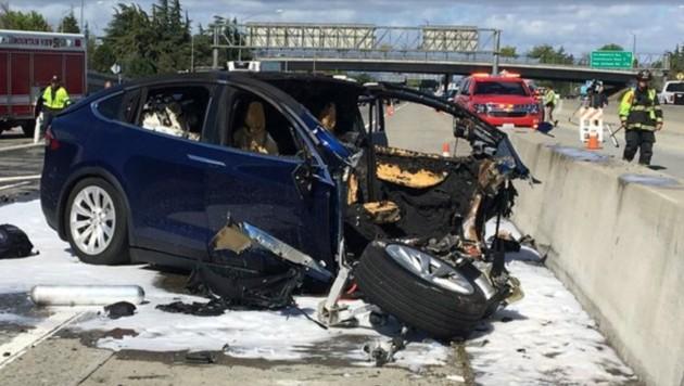 Tödlicher Unfall mit einem Model X von Tesla in Kalifornien (Bild: AP)
