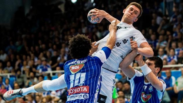 Darf sich Nikola Bilyk mit dem THW Kiel bald Handball-Meister nennen? (Bild: AP)