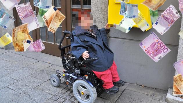 Die Verdächtige (Bild) setzte sich für behindertengerechte Zugänge ein - und soll zugleich 2,4 Millionen Euro Sozialleistungen für Behinderte in die eigene Tasche kassiert haben. (Bild: Horst Einöder, thinkstockphotos.de)