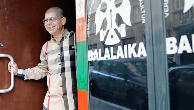 Alek Burt führt seit 2006 den Club im Gemeindebau. (Bild: Club Balalaika)