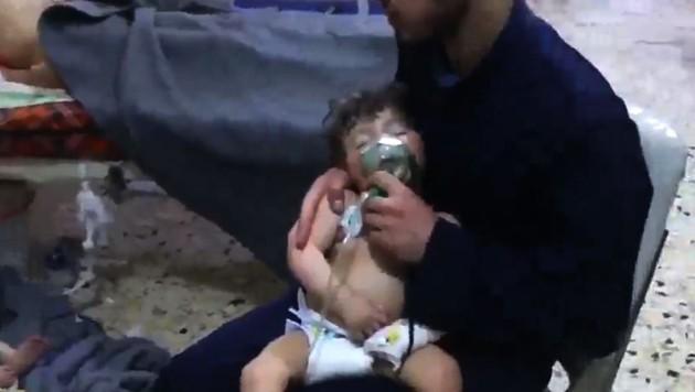 Solche Aufnahmen aus einem Krankenhaus in Duma verbreiteten Mitglieder der Hilfsorganisation Weißhelme.