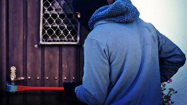 Bei den Einbrüchen im Waldviertel stellten sich die Täter mitunter patschert an. (Symbolfoto) (Bild: stock.adobe.com, krone.at-Grafik)