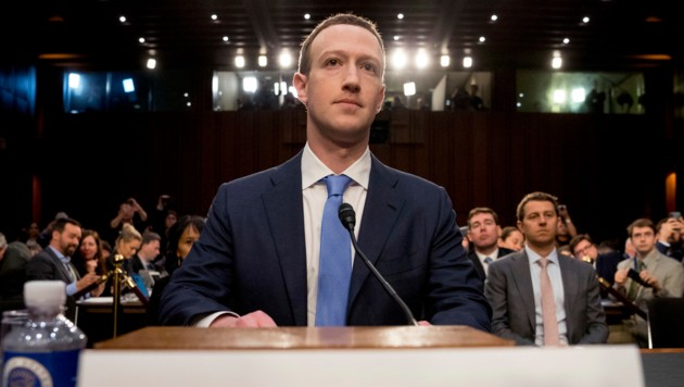 Facebook-Gründer und CEO Mark Zuckerberg vor dem US-Kongress (Bild: ASSOCIATED PRESS)