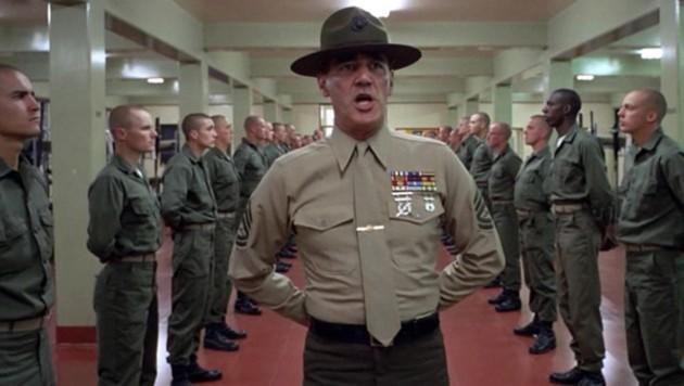 "Lee Ermey als Sergeant Hartman im Film ""Full Metal Jacket"" (Bild: Warner Bros Film GmbH)"