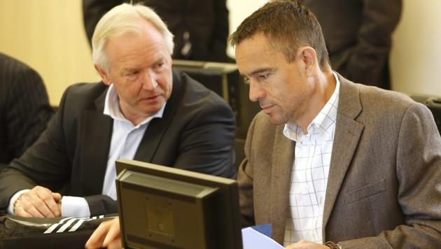 Kärntens Ex-Landeshauptmann Gerhard Dörfler und der Ex-Politiker Uwe Scheuch (Bild: APA/GERT EGGENBERGER)