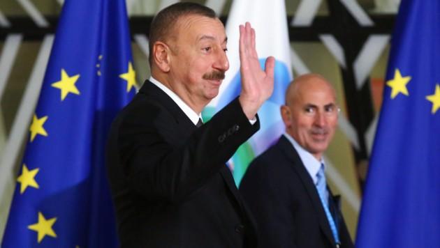 Aserbaidschans Präsident Ilham Aliyev bei einem EU-Gipfel im November 2017 (Bild: AFP)