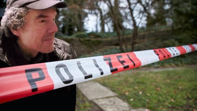 Dieser Mann, ein Obdachloser, wurde das Opfer eines grausigen Verbrechens. (Bild: AP/dpa/Sascha Ditscher, Polizei Koblenz, krone.at-Grafik)