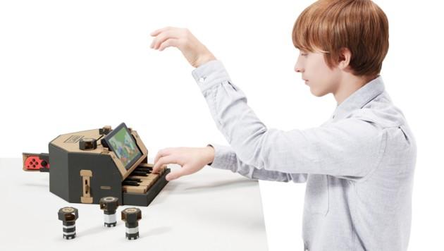 Es ist durchaus verblüffend, welch ausgefuchste Konstruktionen man aus Pappe, Gummiband, Reflektorpickerl und Switch-Controller zusammenbauen kann. (Bild: Nintendo)
