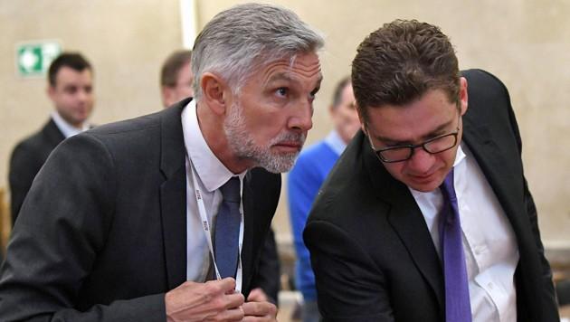 Walter Meischberger mit seinem Anwalt Jörg Zarbl vor Beginn des 32. Prozesstages am Wiener Straflandesgericht (Bild: APA/HELMUT FOHRINGER/APA-POOL)