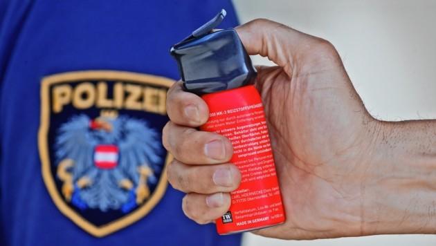 Bei dem Einsatz in Lustenau musste auch Pfefferspray eingesetzt werden. (Bild: Christof Birbaumer)