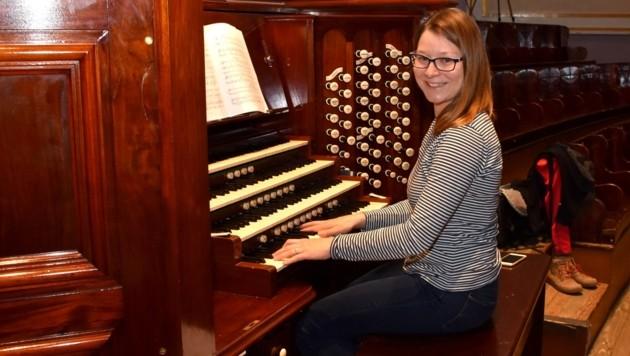Magdalena Hasibeder bei der Orgelprobe in Edinburgh (Bild: liveBild)