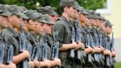 Geht es nach Verteidigungsministerin Klaudia Tanner, soll eine Reform der Tauglichkeitskriterien dem Bundesheer mehr Rekruten bringen. (Bild: Christof Birbaumer)