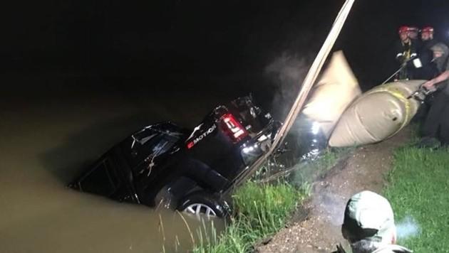 Der Pickup konnte Freitagnacht geborgen werden. (Bild: FF Ruden)