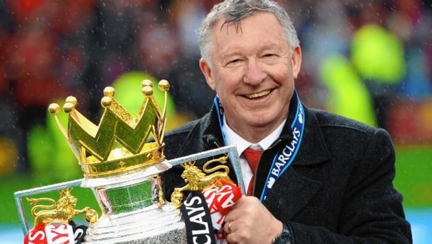 Sir Alex Ferguson mit dem Meisterpokal 2013