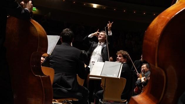 Markus Poschner und das Bruckner Orchester (Bild: Reinhard Winkler)