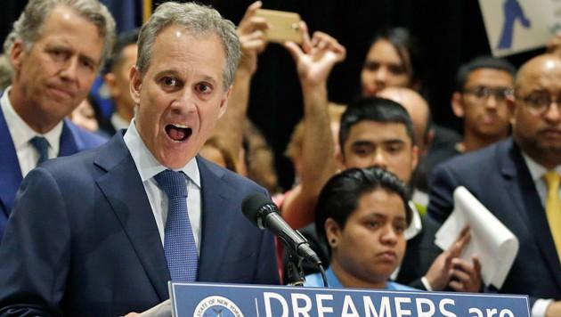 Generalstaatsanwalt Eric Schneiderman, der bisher als Chefankläger von Harvey Weinstein auftrat, wird nun selbst mit Gewaltvorwürfen konfrontiert. (Bild: AP)