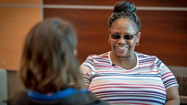 Nach ihrem vierjährigen Martyrium kann Kendra Jackson wieder lachen. (Bild: facebook.com)