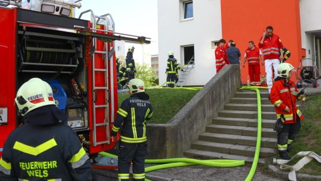 Ein Großaufgebot an Einsatzkräften war vor Ort, die Rettungskräfte mussten zum Glück keine Verletzten bergen. (Bild: laumat.at / Matthias Lauber)