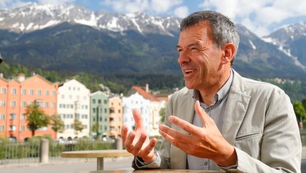 Der Innsrbucker Bürgermeister Georg Willi würde gerne nach Italien reisen, wartet aber noch ab. (Bild: Christof Birbaumer)
