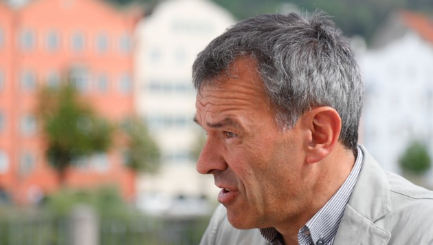"""BM Georg Willi freut sich nun bereits, wenn überhaupt wieder """"Gelb"""" erreicht wird. (Bild: Christof Birbaumer)"""