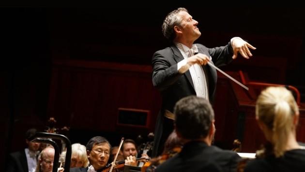Markus Poschner mit dem Bruckner Orchester beim Konzert in Reading (Bild: Reinhard Winkler)