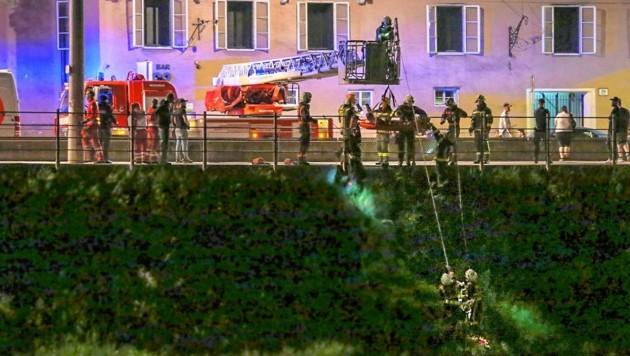 Die Berufsfeuerwehr barg den Verletzten. (Bild: Markus Tschepp)