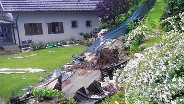 In Hörzendorf wurde eine Stützmauer bei einem Einfamilienhaus unterspült. (Bild: FF Hörzendorf Projern)