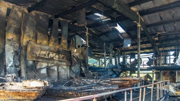 Die Werft bei Ferlach ist komplett ausgebrannt. (Bild: Arbeiter)