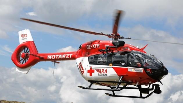 Das Team des Rettungshelikopters RK1 brachte den Verunglückten ins Krankenhaus (Bild: Evelyn Hronek)
