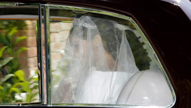 Meghan Markle leaves Cliveden House Hotel in Taplow, near London, England, Saturday, May 19, 2018 before her wedding ceremony with Prince Harry at St. George's Chapel in Windsor Castle. (AP Photo/Tim Ireland) (Bild: Copyright 2018 The Associated Press. All rights reserved.)