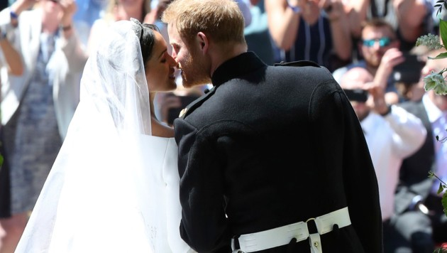 Ein filmreifer royaler Hochzeitskuss (Bild: AP)