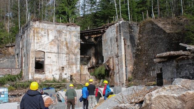 """Baufirmen errichteten in den Ruinen eigens Gänge und Hohlräume für fiktive Erdbebenopfer. (Bild: (c) Land Steiermark / """"europe direct"""" - Abdruck honorarfrei)"""