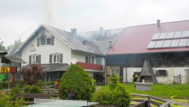 Ein Ladegerät löste den Brand aus (Bild: manfredfesl.com)