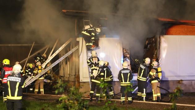 Die Container-Unterkunft wurde vernichtet (Bild: laumat.at/Matthias Lauber)
