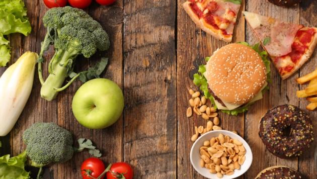 """Lassen sich Lebensmittel wirklich in """"gut"""" und """"schlecht"""" einteilen? (Bild: fotolia.com/ M.studio)"""