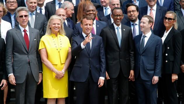 """Bei der """"Tech for Good""""-Konferenz scharte Frankreichs Präsident Emmanuel Macron zahlreiche IT-Schwergewichte um sich. (Bild: AFP PHOTO / POOL / CHARLES PLATIAU)"""