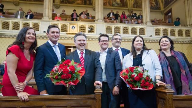 Die Stadträte Ulli Sima, Peter Hanke, Bürgermeister Michael Ludwig, Jürgen Czernohorszky, Peter Hacker, Kathrin Gaal und Veronica Kaup-Hasler (Bild: APA/GEORG HOCHMUTH)