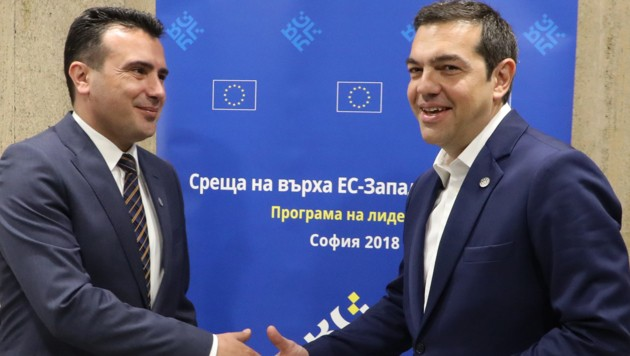 Mazedoniens Zoran Zaev (links) und der griechische Premier Alexis Tsipras (Bild: AFP)