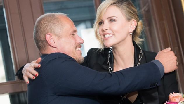 Gery Keszler und Charlize Theron (Bild: APA/EXPA/MICHAEL GRUBER)
