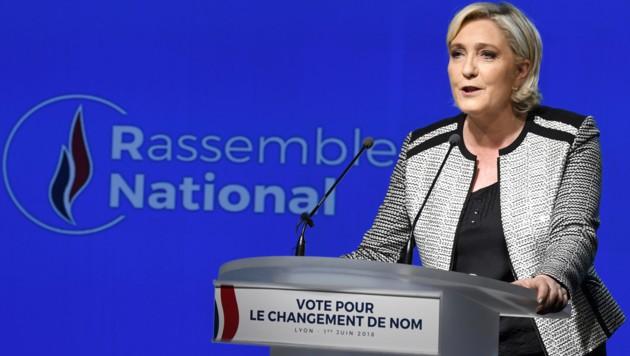 Marine Le Pens Front National heißt ab sofort Rassembelement National. (Bild: APA/AFP/JEAN-PHILIPPE KSIAZEK)