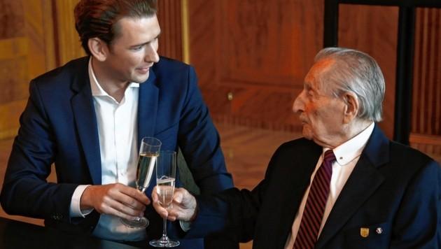 Bundeskanzler Sebastian Kurz gratuliert Marko Feingold zum 105. Geburtstag. (Bild: Dragan TATIC)