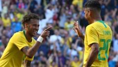 Neymar mit Firmino (Bild: AP)