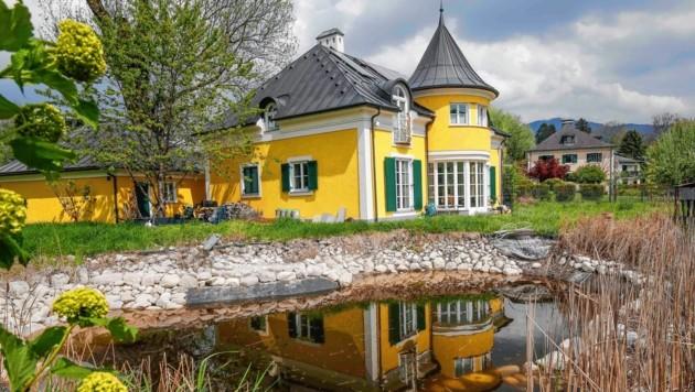 """Die Villa von Roland Krenn angrenzend an das Landschaftsschutzgebiet in Salzburg-Hellbrunn. Sie ist ein großer """"Brocken"""" des Erbes. (Bild: MARKUS TSCHEPP)"""