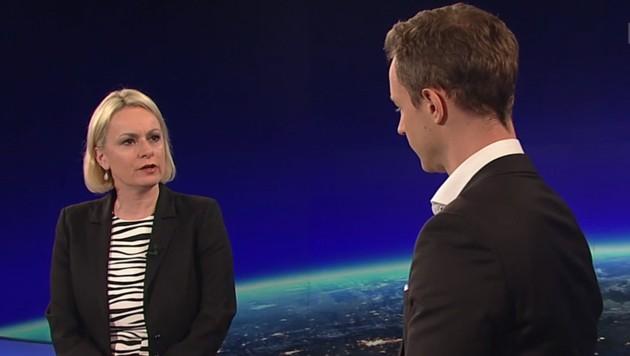 ORF-Moderatorin Lou Lorenz-Dittlbacher im Gespräch mit ÖVP-Minister Gernot Blümel (Bild: Screenshot/tvthek.orf.at)