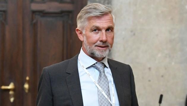 Walter Meischberger vor Beginn des 38. Prozesstages im Großen Schwurgerichtssaal (Bild: APA/HELMUT FOHRINGER)