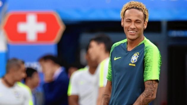 Neymar Sorgt Mit Spaghetti Frisur Fur Lacher Krone At